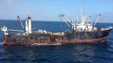 """El pesquero """"Oyang 77"""" pagó la multa ayer y partió hacia su país."""