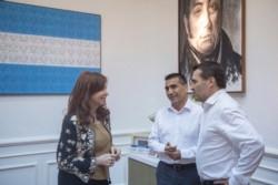 Rioseco y su compañero de fórmula Darío Martínez en un encuentro reciente con CFK en el Instituto Patria.