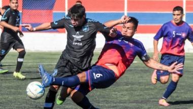 """En el único partido del día, la """"Bandita"""" vapuleó a Alianza. El partido de J.J. Moreno ante Alumni se pospuso."""