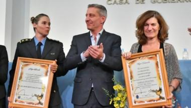 El reconocimiento que se otorgó por su labor tanto a la comisaria Laura Mirantes como a la doctora Strella, del Ministerio de Salud.