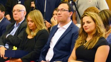 A la izquiera del intendente Adrián Maderna, su esposa Lorena Alcalá, y a su derecha la presidente del Concejo Deliberante, Leila Lloyd Jones.