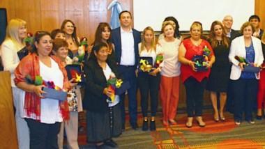 Conmemoración. La postal en el Hotel Rayentray de Trelew, con el reconocimiento a 19 mujeres destacadas por sus distintas labores y aporte a la comunidad de Trelew.
