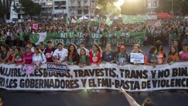 Más de 100 mil personas se concentraron en Plaza de Mayo con motivo del Día Internacional de la Mujer.