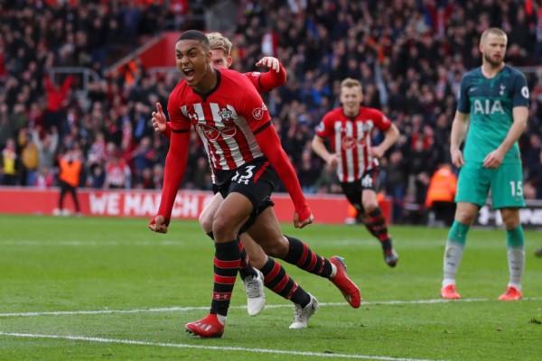 Tottenham no pudo sacar puntos de visitante ante Southampton. Esta derrota mantiene sus 61 puntos, está tercero y puede igualarlo Manchester United.