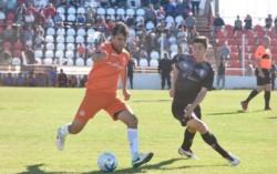En Puerto Madryn, J.J. Moreno goleó por 4-2 a Huracán en Alianza.