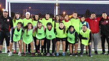 Huracán ya cuenta con 28 jugadoras en su plantel. El club abre su escuela para seguir sumando chicas.