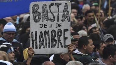 Protesta. Los indicadores sociales empeoran drásticamente en Argentina y el mundo habla de las familias que comen sólo una vez por día.