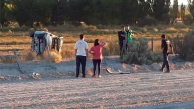 El vuelco ocurrió en la zona de La Negrita, al oeste de Gaiman, y su conductor está fuera de peligro.