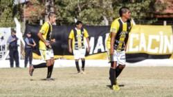 El experimentado Roberto Muñoz, ex jugador de Cipo, marcó un tanto de penal para el club Maracacinho y el juez, Maximiliano Benito, tomó la insólita decisión de mostrarle la segunda amarilla.