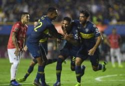 """De cabeza, """"Bebelo"""" Reynoso adelantó a Boca contra Wilsterman en la Bombonera."""