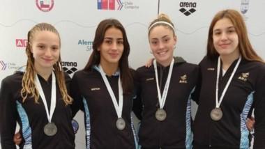 María José Hildebrandt (derecha) se colgó la medalla plateada junto a Ruggiero, Cantera y Gauna.