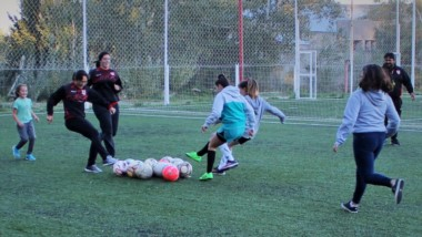 Huracán, con el lanzamiento de su escuela de fútbol femenino, suma una nueva oferta para las jóvenes.