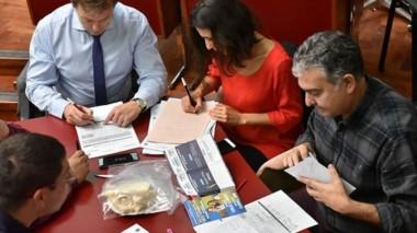 Las mesas donde en el día de ayer se fueron contabilzando votos de la zona sur de la provincia.