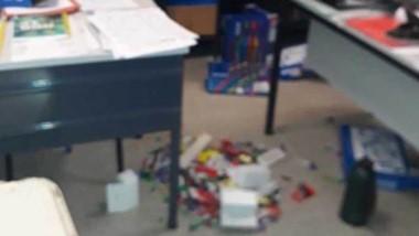 Así se observaba una de las salas dañadas por los delincuentes.
