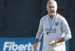 En la platea de Casa Amarilla, el manager Burdisso se acercó para ver la práctica y charló con Alfaro.