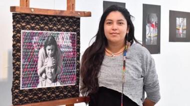 Yasmine Pérez expone una técnica que tiene su origen en México.