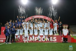 La Selección Argentina comandada por Pablo Aimar se consagró campeona del torneo Sudamericano Sub 17 en Perú.