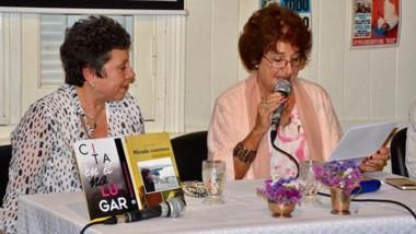"""Cecilia Glanzmann, del espacio """"Ventana a la Palabra"""", junto a una de las autoras que presentaron libros."""