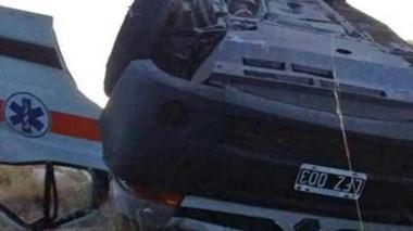 El vuelco de la ambulancia se produjo durante la madrugada de ayer.