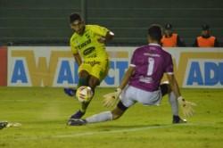 Con un gol de Nicolás Fernández, Defensa y Justicia eliminó a Gimnasia y Tiro de Salta.