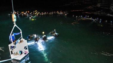El tradicional Vía Crucis Submarino que se realiza desde hace 16 años se llevó a cabo con gran éxito en Puerto Madryn.