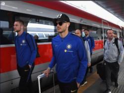 Icardi, listo para el viaje en tren a Genoa: mañana vuelve a jugar en el Inter después de estar 2 meses parado.
