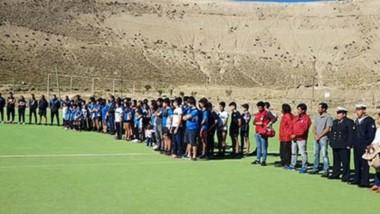 Emotivo homenaje. Un total de 44 árboles fueron plantados en el club en el campo de juego del club de rugby Calafate.