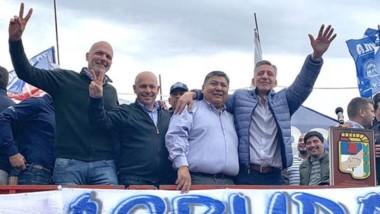 El exgobernador Buzzi en uno de los actos acompañando a Mariano Arcioni junto con los petroleros.