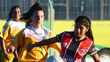 En El Tehuelche, Alumni igualó 1-1 ante La Ribera.  Pero Huracán demolió a Roca y sumó el 18º triunfo al hilo.