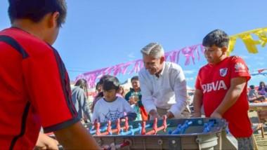 El gobernador  visitó el merendero en Comodoro Rivadavia pero advirtió sobre los problemas.