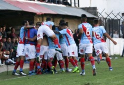 Arsenal sobre la hora en condición de visitante venció a Defensores de Belgrano y jugarán un desempate por un ascenso a primera.