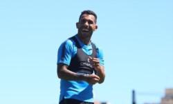 Alfaro tiene dos dudas en el equipo, la primera es Almendra o Villa y la segunda Zárate o Tévez.