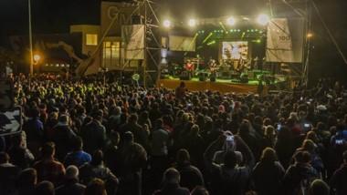 Música. Los Pericos le dieron un cierre con todo a la fiesta dolavense y el frío no importó para cientos de personas que disfrutaron de la música.
