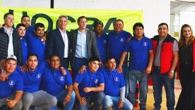 El gobernador y el intendente en el Club Independiente junto con los trabajadores de la Construcción.