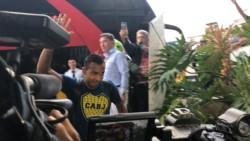 El entrenador de Colombia,  Carlos Queiroz, recibió a Gustavo Alfaro y ahora observa el entrenamiento de Boca en Bogotá.