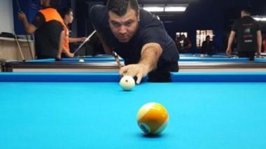 El caletense Roberto Acosta fue el ganador de la categoría Tercera, en el Argentino de Pool Bola 9.