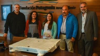 Autoridades de Luz y Fuerza junto a docentes de la escuela Nº 503.