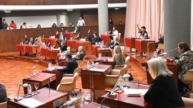 Parlamento. En la sesión el tema de las fallas en el mantenimiento de las escuelas volvió a ser eje del debate.
