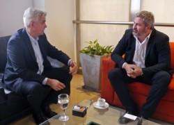 Alejandro López Dobarro y Germán Sahagún acordar la agenda de la futura reunión