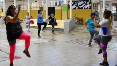 En el gimnasio de la Escuela N° 40, se realizó clase de gimnasia aeróbica.