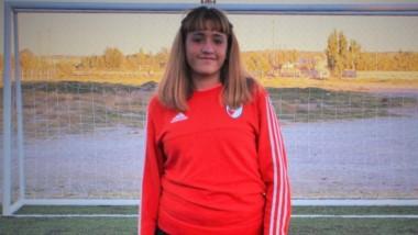 Melina Melipil, arquera juvenil de River, visitó las instalaciones de Huracán y acompañó a sus excompañeras.