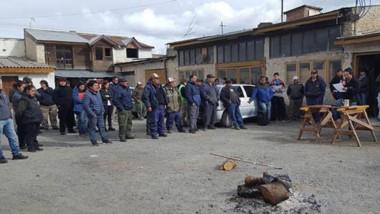 Enojados. En asamblea, los trabajadores del SOEME decidieron levantar el estado de alerta y movilización.