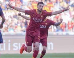 Federico Fazio festeja su gol. Impecable 3-0 de Roma ante un rival muy débil.