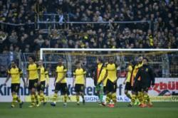 Borussia Dortmund perdió con Schalke 04 y se aleja de la pelea por el título de la Bundesliga.