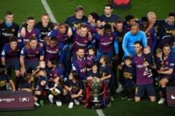 """A falta de 3 fechas para el término de La Liga. Con 83 puntos, el """"Barça"""" levanta la Copa."""