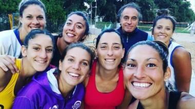Tamara Quiroga (derecha) junto a sus compañeras de selección.