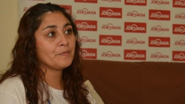 Vilma, la madre de la joven Candela González convocando a la marcha.