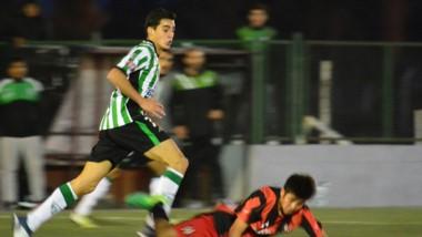 """El """"Verde"""" derrotó por 2-1 a Independiente en el Centro Deportivo Trelew."""