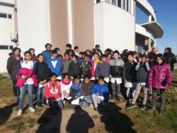 Alumnos de la escuela Nº 182 participaron de la liberación del ave (foto @barciaml)