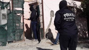 En las diligencias policiales se incautaron varias prendas de vestir.